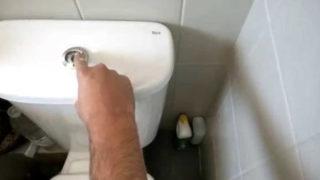 Comment remplacer un réservoir de WC ?